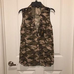 Ali&Kris Camouflage Sleeveless Shirt